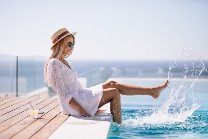 mulher se divertindo em resort all inclusive brasil